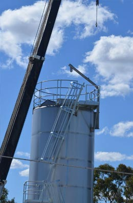 tank silo with ladder system
